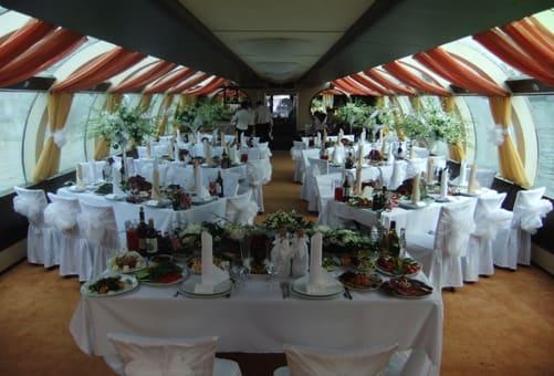 Столы на свадьбе елочкой
